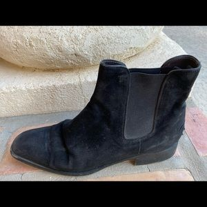 Tod's Shoes - Classic Tod's black suede Chelsea boots